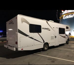 RV Majestic 29 ft Motorhome Rent - Sleeps 7